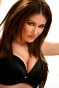 1206111035_lucy_pinder_0081
